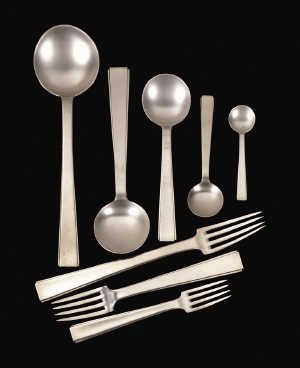 Art Deco style services like this are now very sought after by collectors.